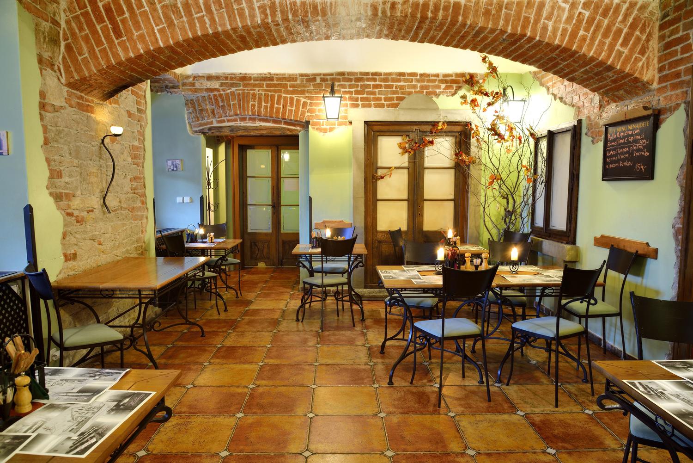 Restaurace VIA IRONIA Vysoké Mýto - interiér 4