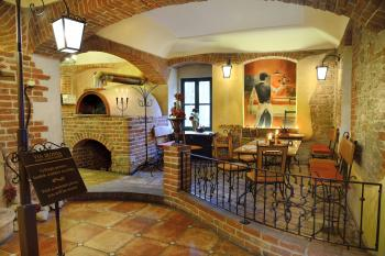 Restaurace VIA IRONIA Vysoké Mýto - interiér 1