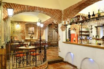 Restaurace VIA IRONIA Vysoké Mýto - interiér 2