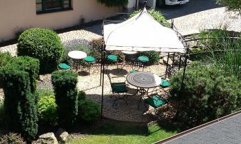Venkovní terasa - restaurace VIA IRONIA 7